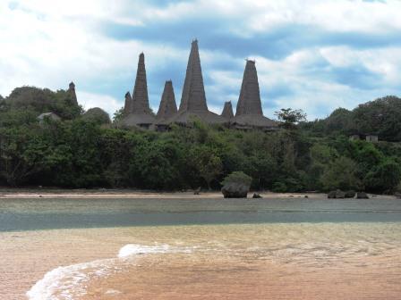 Sumba kampung Ratenggaro dal mare
