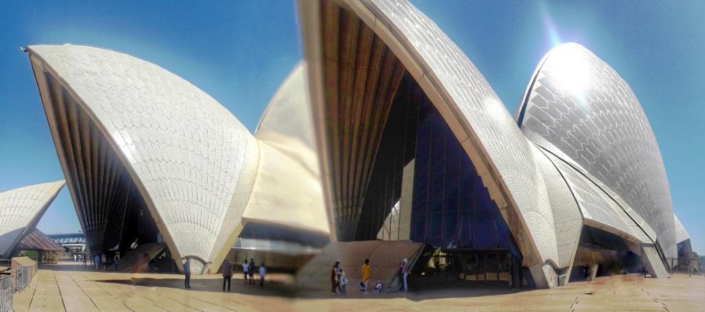 le vele dell'opera house che luccicano al sole