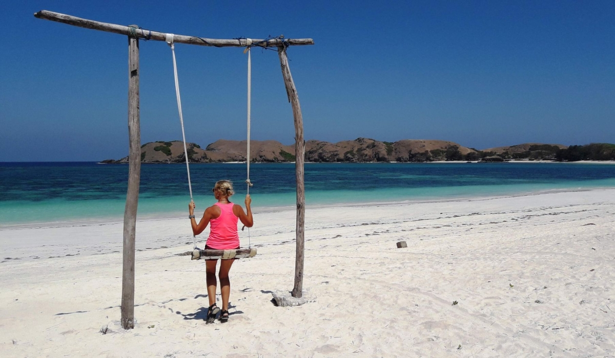 Indonesia viaggi Bru su l'altalena