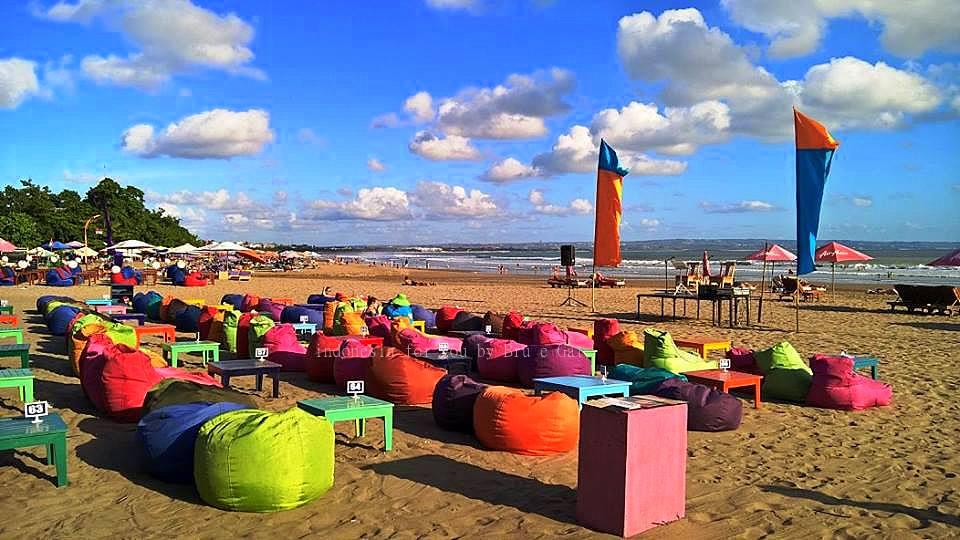 Bali Legian beach allegria e colori