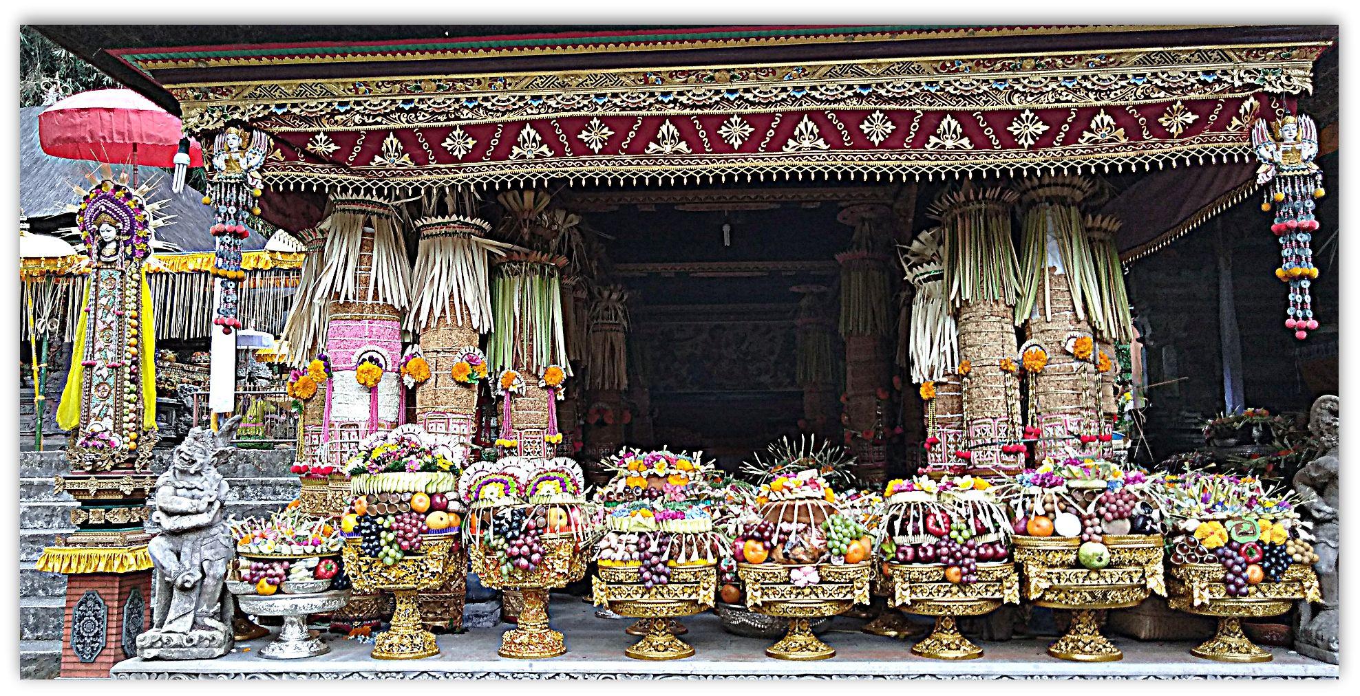 Bali Gebogan offerte al tempio