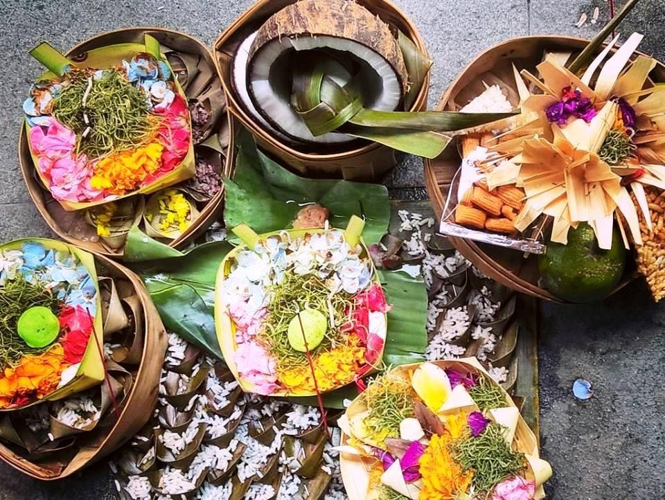 Bali offerte agli Dei per la strada