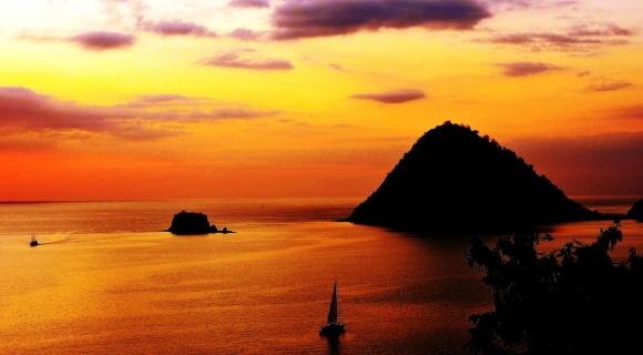 tramonto a labuan bajo