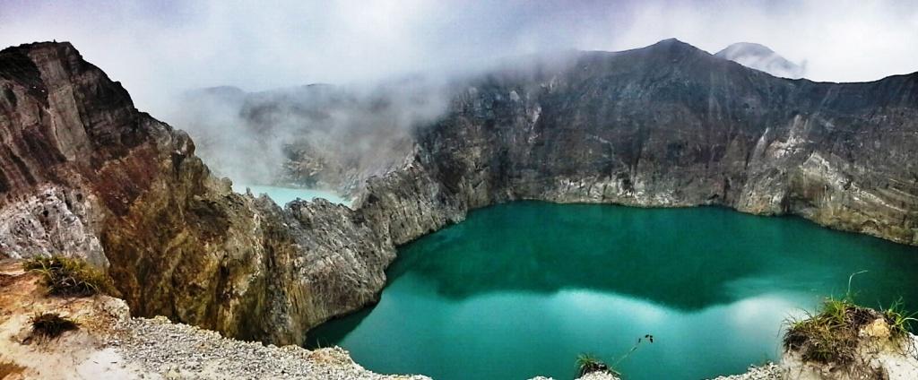 la magia unica del kelimutu, il vulcano d flores famoso per i suoi 3 laghi colorati